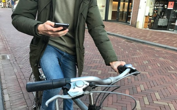 هولندا تعتزم حظر استخدام الهواتف الجوالة خلال قيادة الدراجات الهوائية
