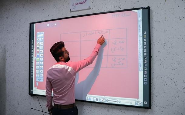 زين تبدأ بتنفيذ المرحلة الرابعة من مشروع تزويد المدارس الحكومية بالألواح التفاعلية والألواح البيضاء