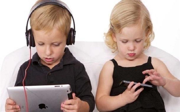 تحذير من مخاطر العاب الهواتف الذكية على الاطفال