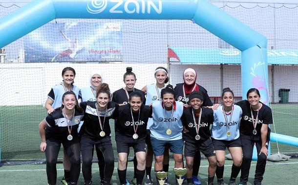 بالتزامن مع شهر التوعية بسرطان الثدي......  زين تقيم بطولتها لكرة القدم الخماسية للسيدات