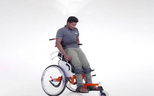 اختراع مذهل: كرسي متحرك يساعد المعاقين على الوقوف