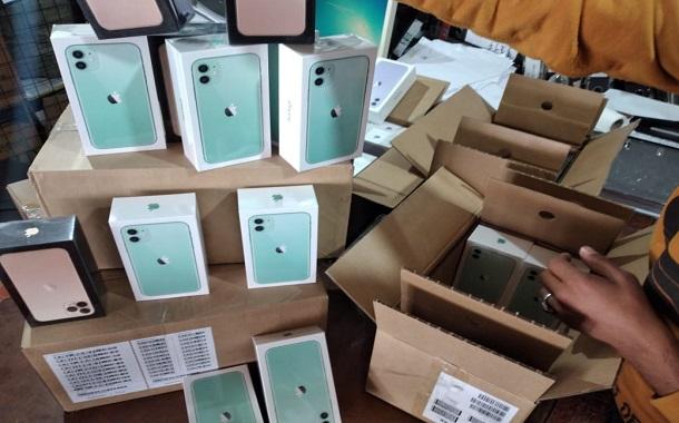 ضبط 500 جهاز آيفون مهرب بالأسواق