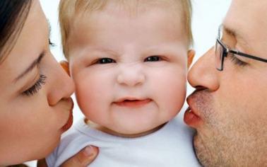 anne baba tutumlari 300x188 Hipnoz seansı: HamileleriAğrısızDoğumaNasılHazırlarız