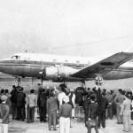 日本航空のマーチン202「もく星号」 1951年(昭和26年、航空再開直後の写真)。(大)