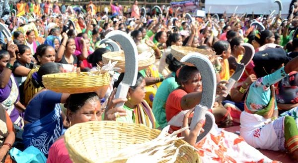 Mumbai: Fisher women stage a demonstration to press for their various demands, at Azad Maidan in Mumbai on Dec 11, 2018. (Photo: IANS)