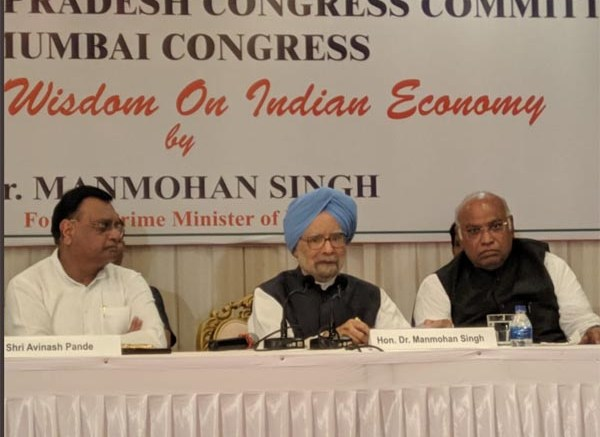 Former PM Dr. Manmohan Singh interacts with business community and media in Mumbai