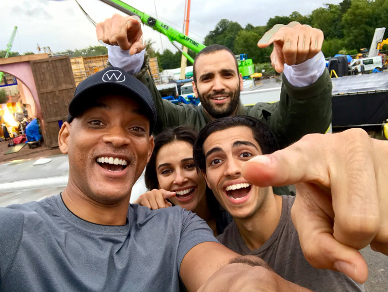 Elenco de Aladdin, primeira foto (Will Smith, Naomi Scott, Mena Massoud)