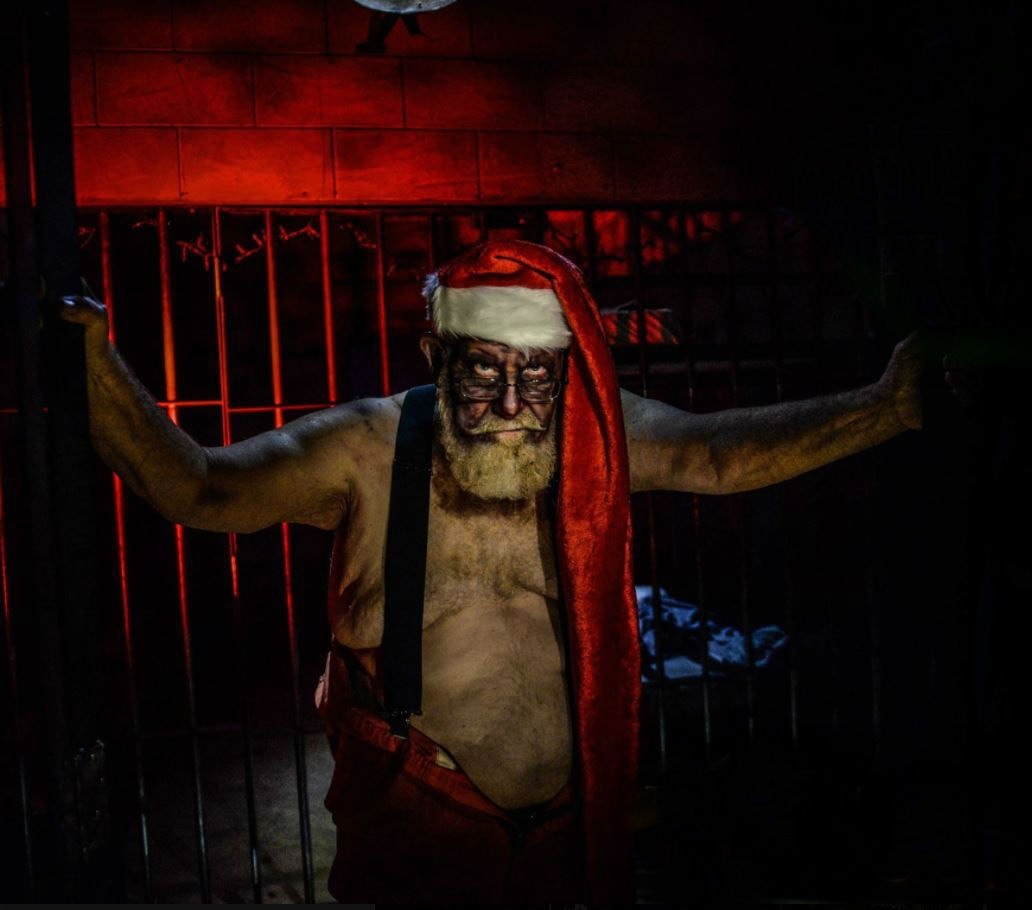 17th door haunted house fullerton orange county haunt christmas holiday treasure hunt absurdity