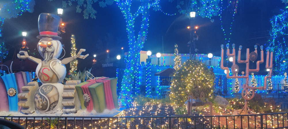Magic Mountain Holidays in the Park Drive-Thru Experience | Christmas 2020