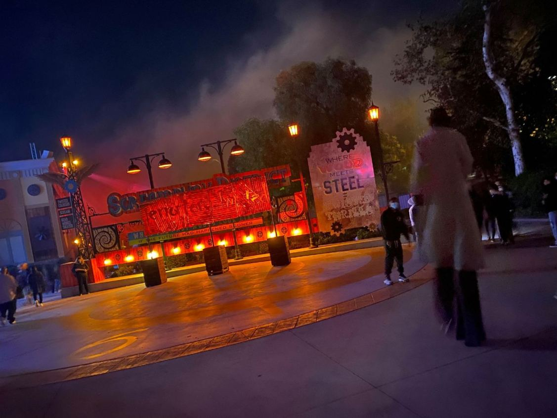 Six Flags Magic Mountain - Fright Fest - Theme Parks & Installations - Santa Clarita - CA