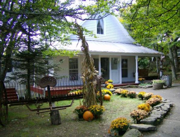 Dorothy's House - photos©Copyright 2010 James E. Cary, JECary.com