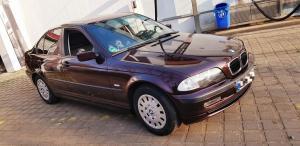 BMW Weinrot