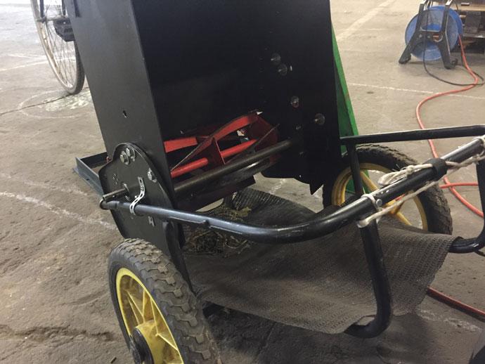 Häckseln ohne Strom mit Fahrradantrieb