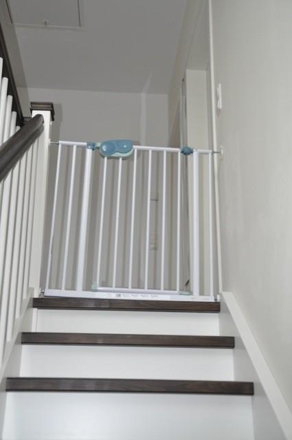 Befestigung vom Treppenschutzgitter an neuer Treppe  Wand