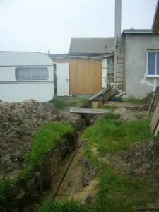 Hausbau Versorgungsleitungen Graben