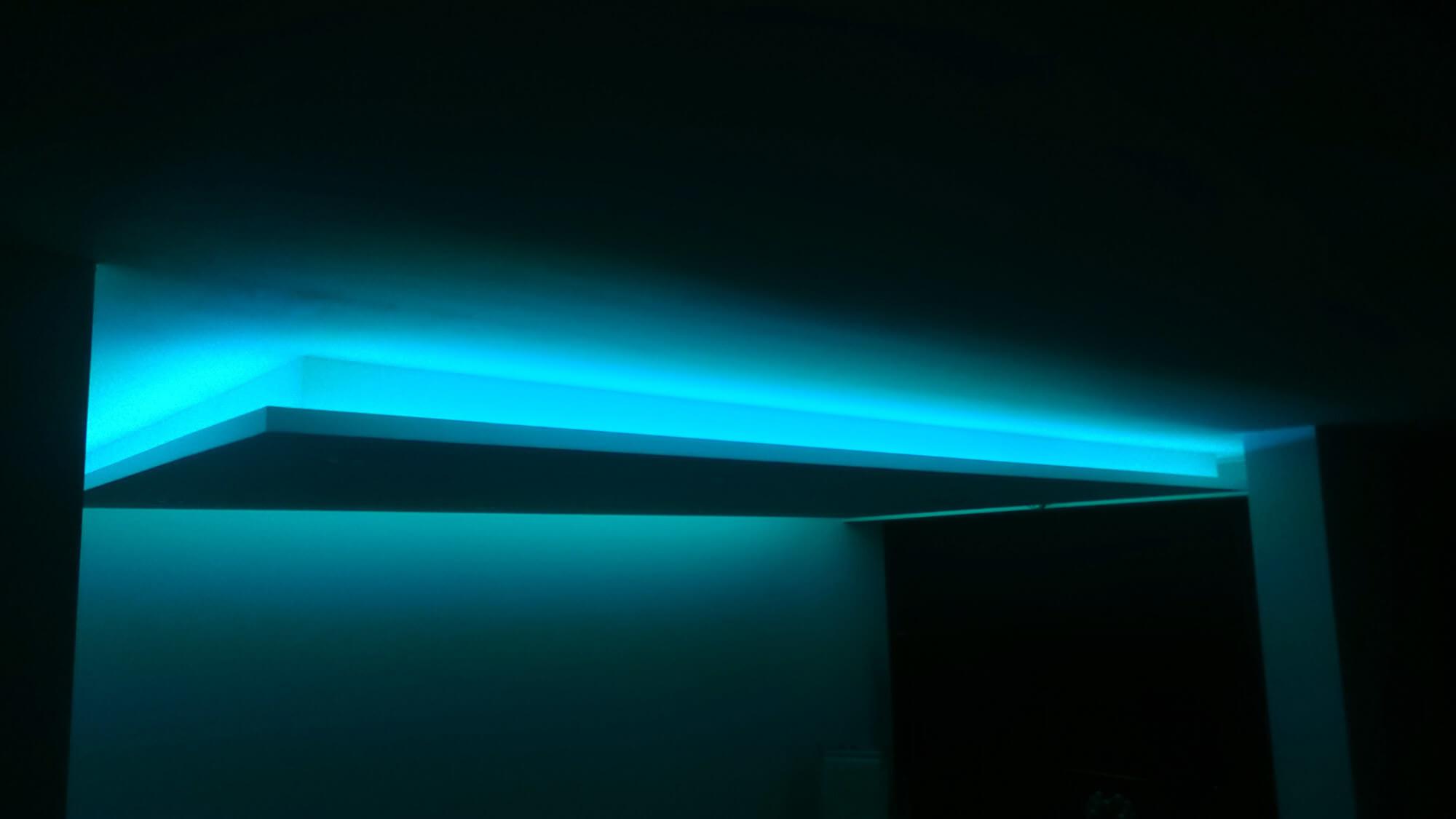 Abgehngte Decke mit indirekter Beleuchtung Lichtvouten