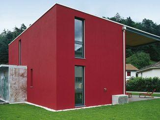Ein schöner Putz in strahlenden Farben lässt ein Haus einladend und modern wirken. (Foto: djd/Fachgruppe Putz & Dekor)