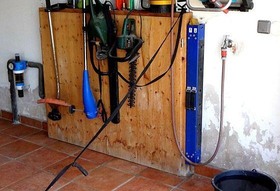 Vorher und nachher: Feuchte Wände in der Garage können mit einem Feuchteschutz für immer beseitigt werden. Foto: djd/www.hygrosan.de