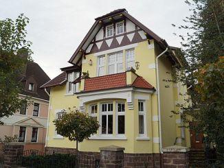 Bei älteren Häusern, wie zum Beispiel dieser Stadtvilla, kann die Modernisierung teurer sein, als der Kaufpreis der Immobilie (Foto: Markus Burgdorf)