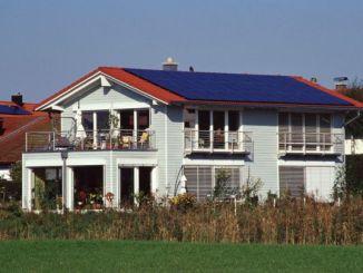 Beim Neubau von Einfamilienhäusern oder bei der Sanierung von Altbauten können KfW-Förderkredite die Finanzierung sinnvoll abrunden (Foto: KfW-Bildarchiv / Thomas Klewar)