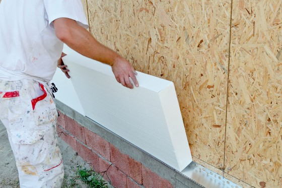 Die energetische Sanierung verhindert, dass Heizwärme über Fassade und Dach verloren geht - der Energiebedarf und damit die Kosten sinken, zugleich profitiert die Umwelt. Foto: djd/GDI/thx