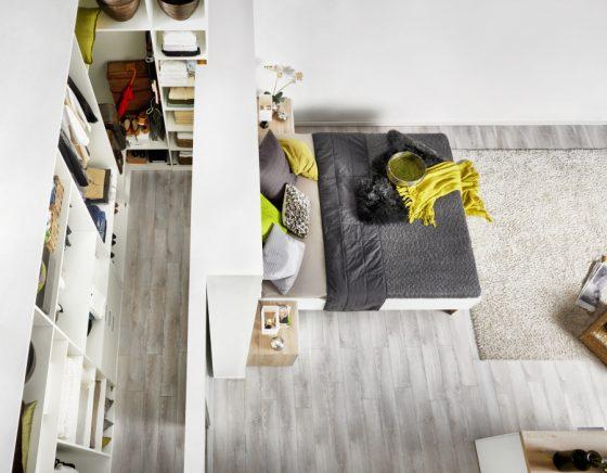 Hinter einer gut designten Schrankwand kann sich ein ganzes Ankleidezimmer dezent verbergen. Foto: Nolte Germersheim