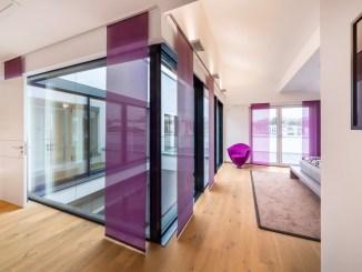 Ein Atrium sorgt im Okal AktivPlus Musterhaus in Bad Vilbel für viel Tageslicht in allen Räumen. (Foto: OKAL/Hans-Rudolf Schulz)