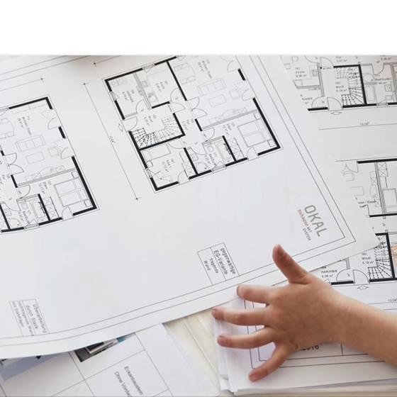 Bei der Grundrissplanung werden die Wünsche der Bauherren umgesetzt. Ob Heimkino oder Bibliothek, Hobbyraum oder Gästezimmer - alles ist möglich. (Foto: OKAL Haus GmbH)