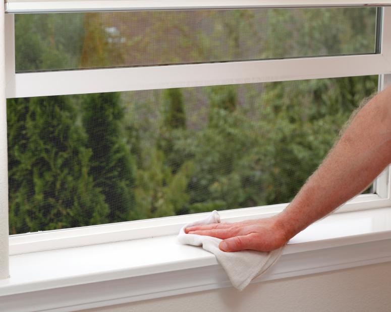 Fensterbank reinigen  Das sollten Sie beachten