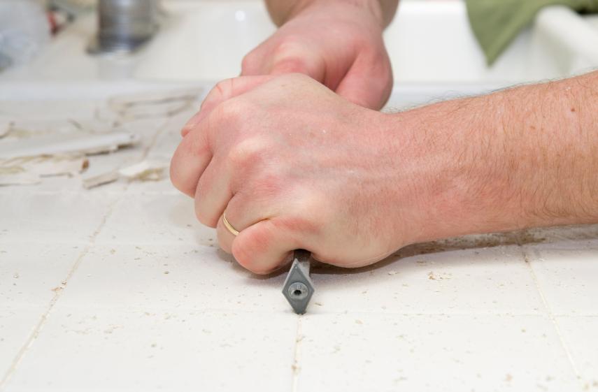 Fliesenfugen entfernen  Dieses Werkzeug bentigen Sie