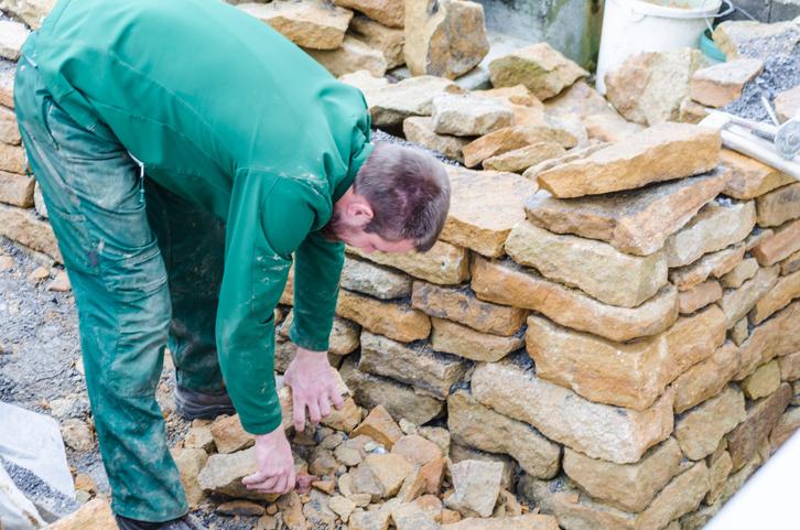 Gartenmauer als Trockenmauer bauen  So gehts