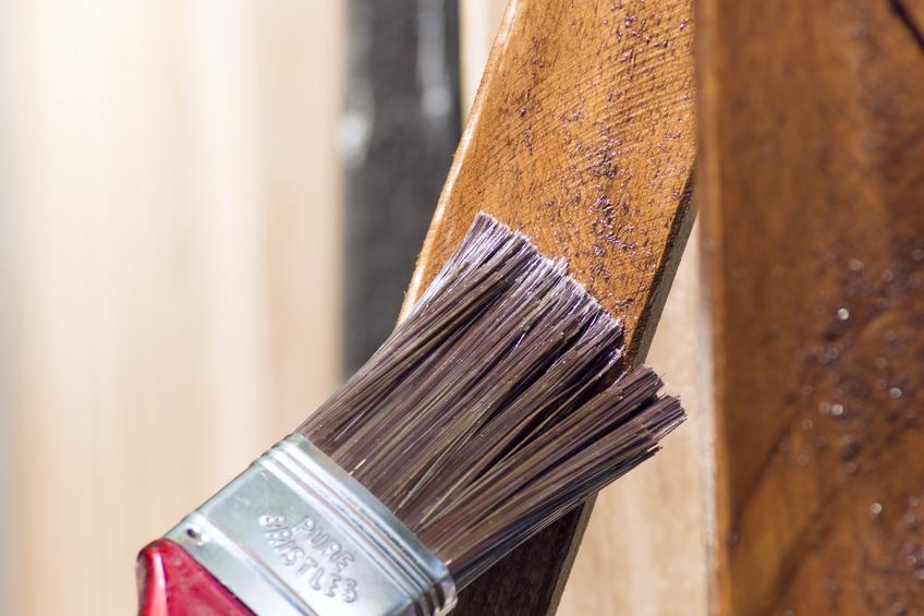 Holzbalken fr auen streichen  So machen Sies richtig