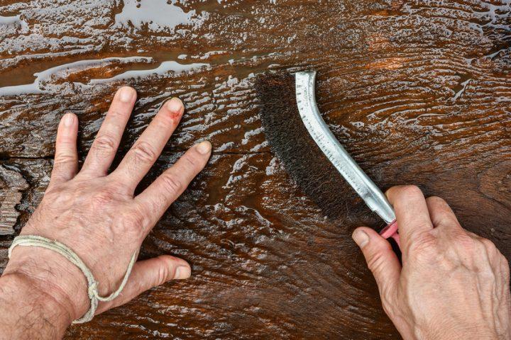 Holzbalken brsten  Warum und wie wirds gemacht