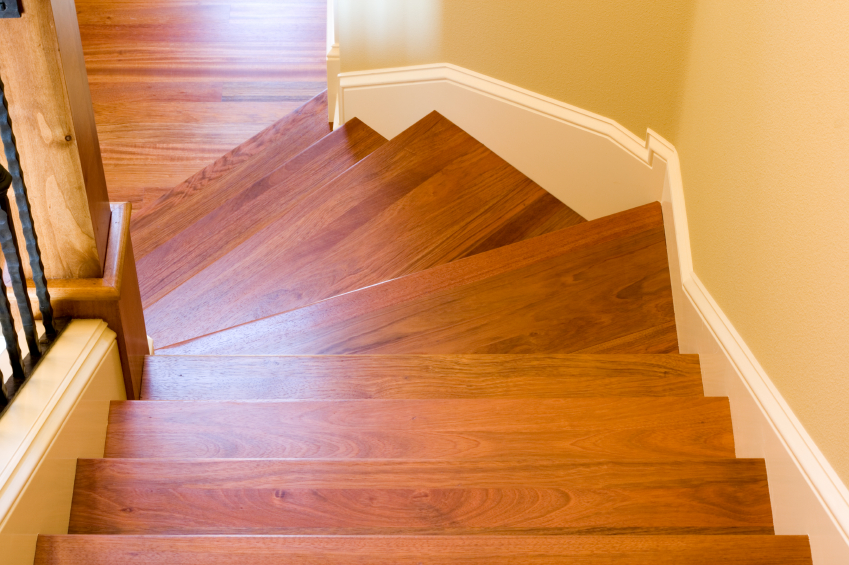 Holztreppe len oder lackieren  So wirds gemacht