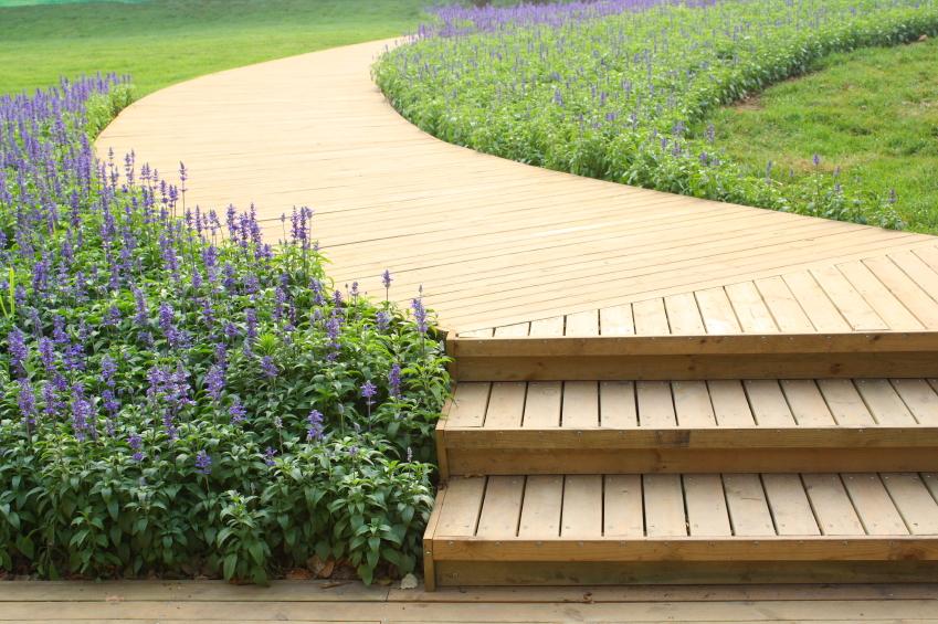 Holztreppe auen bauen  Anleitung in 4 Schritten