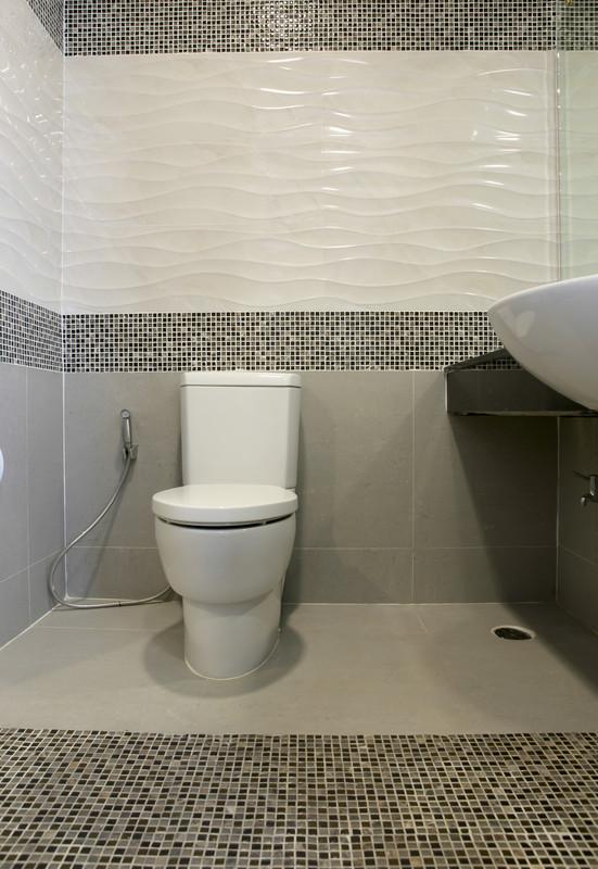 Toilette fliesen  So gehts in 4 Schritten