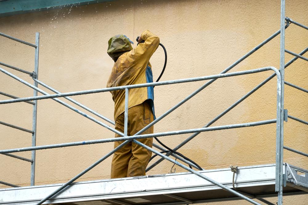 Auenputz reinigen  So wird die Fassade schonend sauber