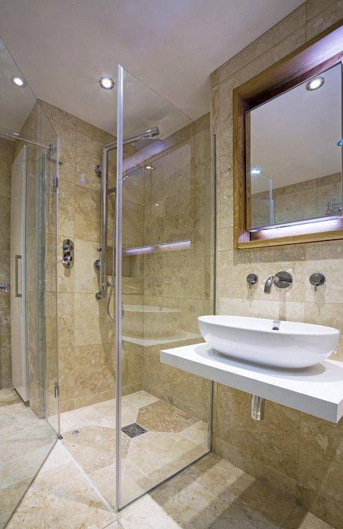 Begehbare Dusche fliesen  Anleitung und Praxistipps