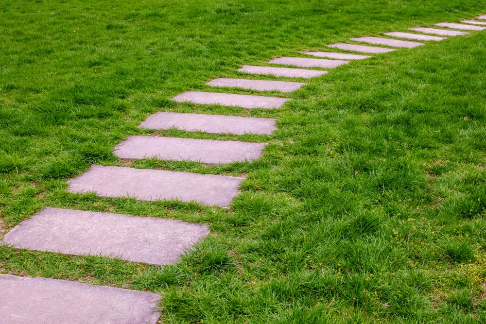 Gehwegplatten im Garten verlegen  So wirds gemacht