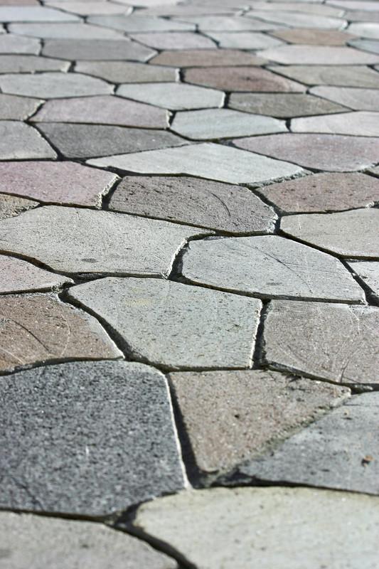 Natursteinplatten verlegen  So gehen Sie fachgerecht vor