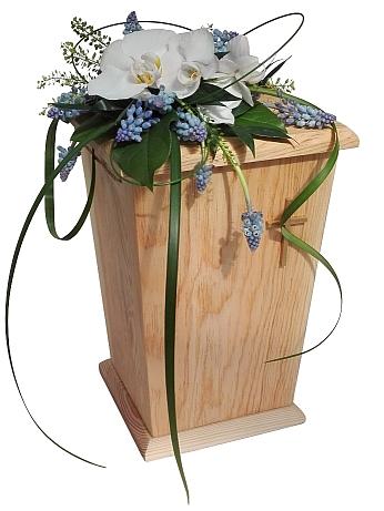 Hautaamisen trendit - Yhä useammin vainajan jäähyväisiin kokoonnutaan vasta uurnaa laskettaessa.