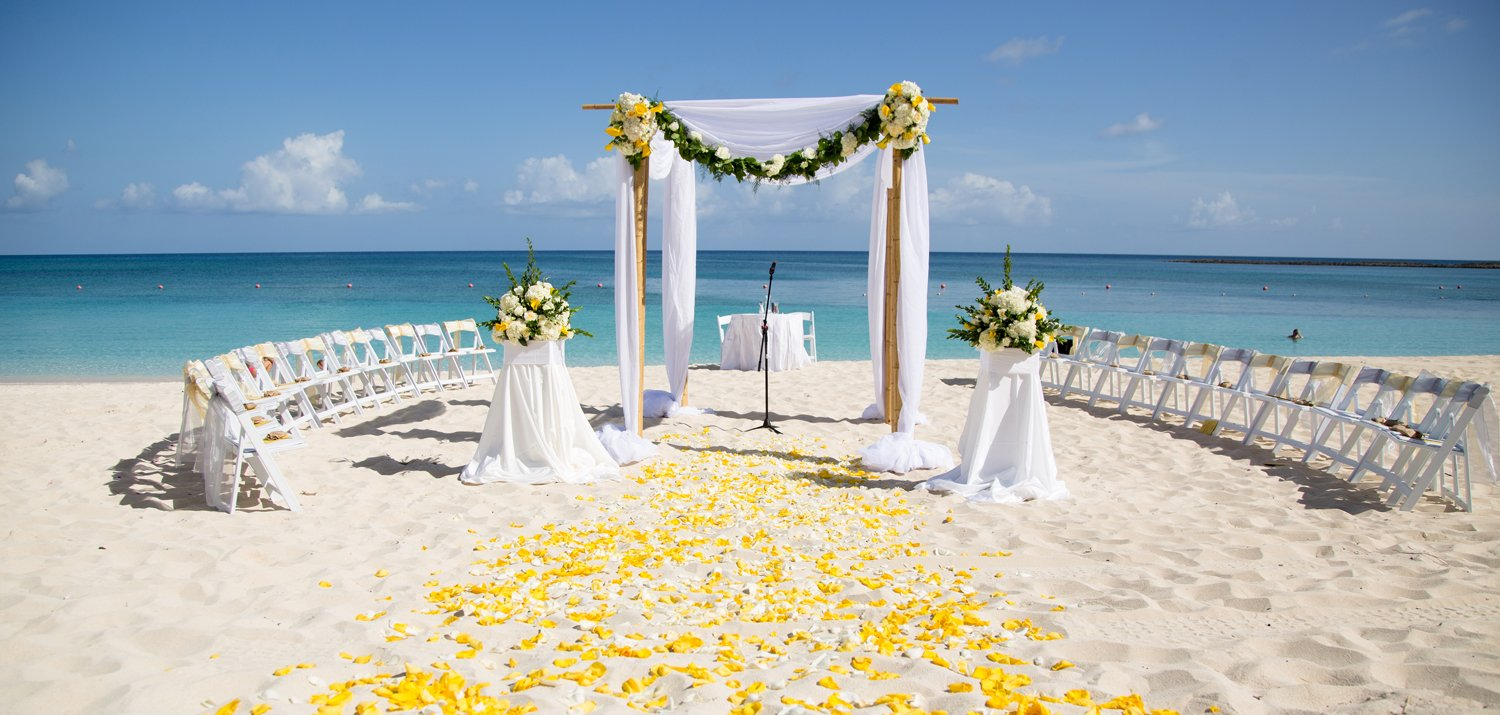 get married on the beach in Miami - Miami Wedding Planner - Haute Couture Events