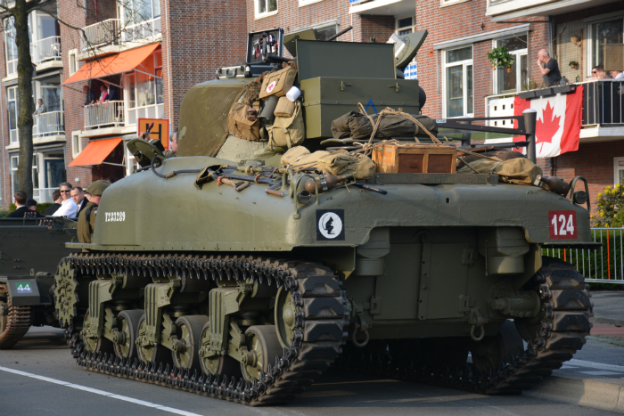 Sherman tank reenactment bevrijding Groningen Paterswoldseweg