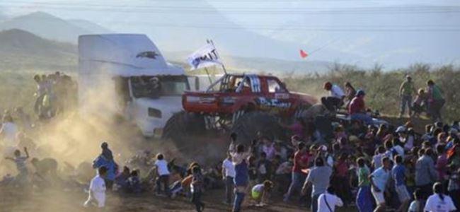 Meksika'da Gösteri Faciası