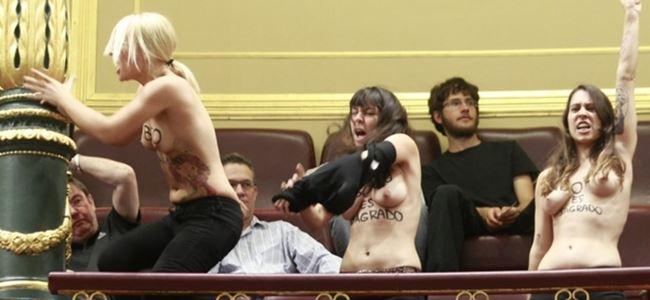 Femen bu kez mecliste soyundu