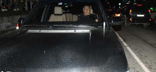 Aziz Yıldırım aracını gazetecilerin üzerine sürdü!