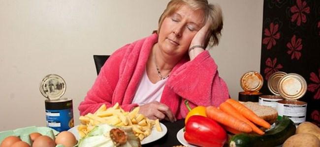 Bu kadın uykusunda kilo alıyor