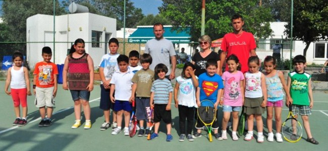 Girne Belediyesi'nden bedava tenis kursu