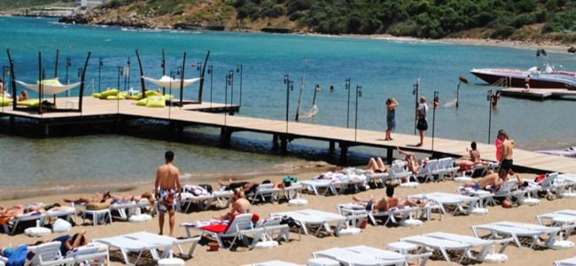 Lefkoşa'da Siyaset Sıcağı Plajlarda Deniz Serinliği