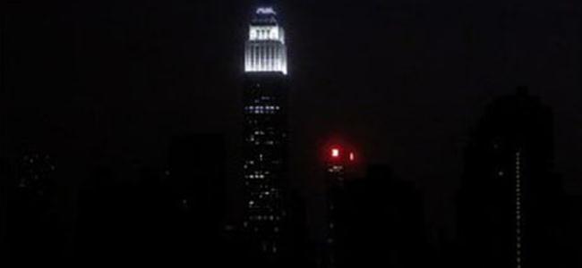 New York Karanlığa Gömüldü!